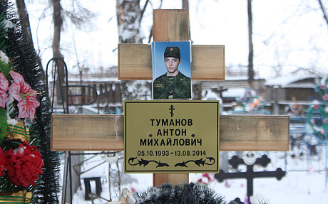Anton Tumanowas Grab in seiner Heimatstadt Kosmodemjansk, 600 km östlich von Moskau © Tom Parfitt/The Telegraph)