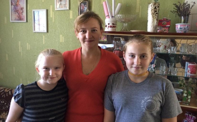 Spendenübergabe an Witwe Nadija und ihre Töchter Hanna und Oleksandra – 14.10.2016, Radomyschl – Bericht42/2016
